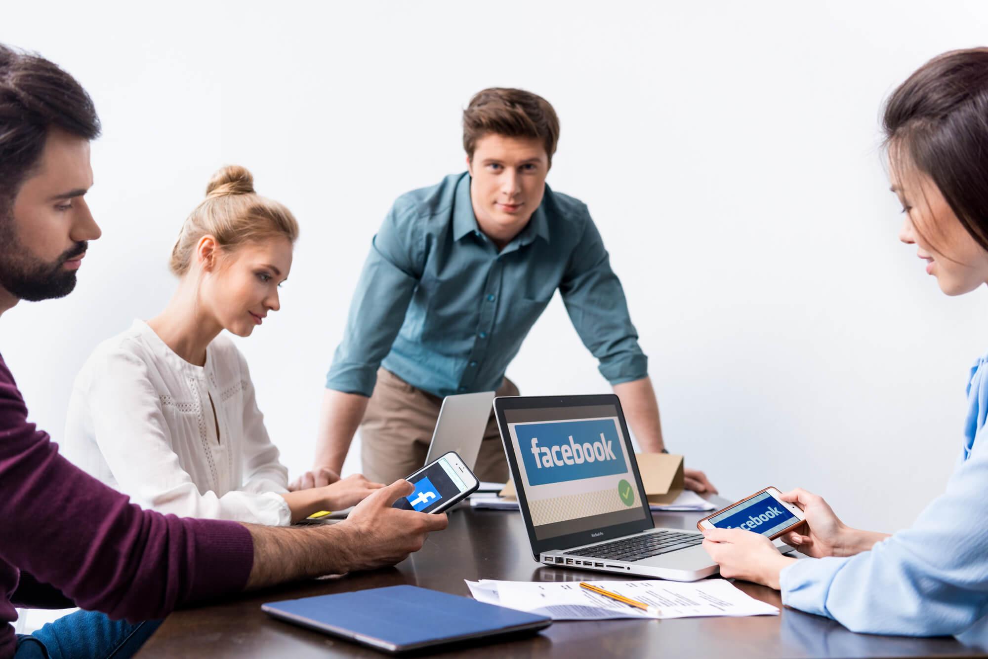 Facebook desenvolve nova logo para companhia